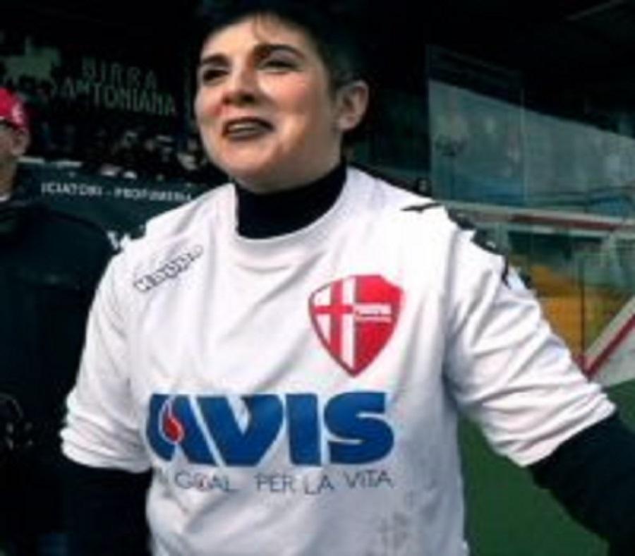 Il calcio di inizio di Antonella per dire grazie ad AVIS
